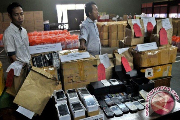 Pemerintah akan larang peredaran ponsel