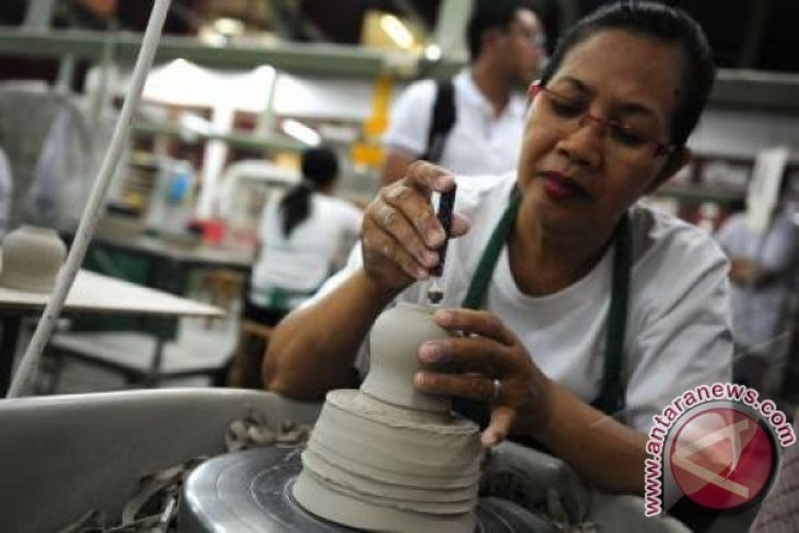 Bali welcomes tourists with typical souvenirs for Chinese New Year