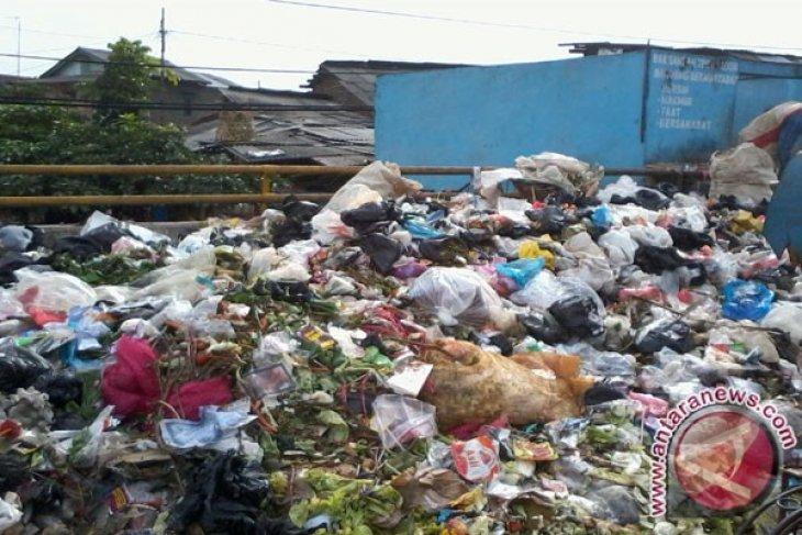 Bekasi minta warganya kurangi produksi sampah