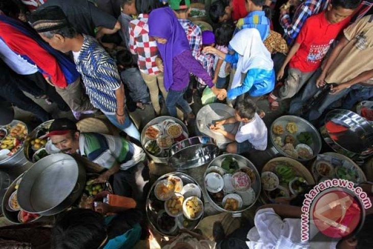 "Ratusan orang upacara ""sadranan"" di lereng Merapi"