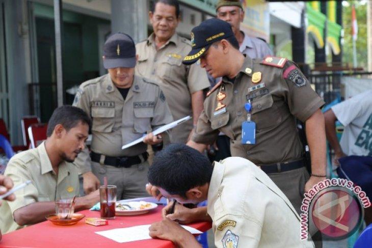 Satpol PP Aceh Pergoki PNS di Warung Kopi