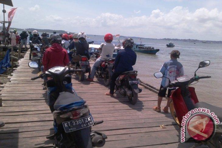 Pelabuhan Penajam Dibanjiri Penumpang Arus Balik Lebaran