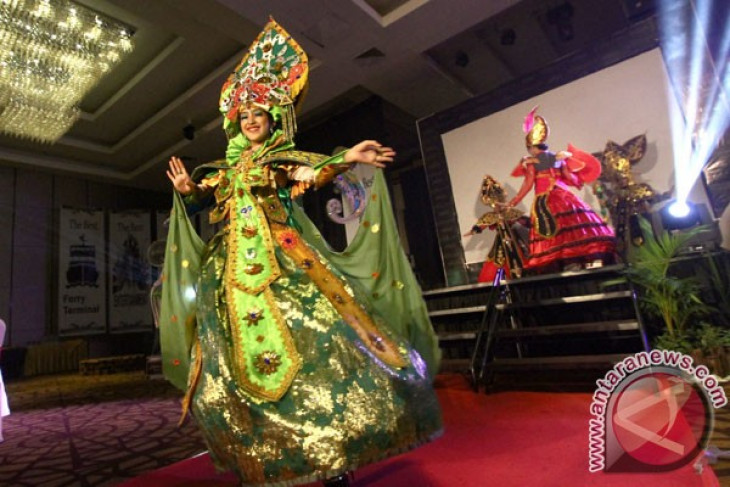 "127 kostum warnai ""Batam International Culture Carnival"""