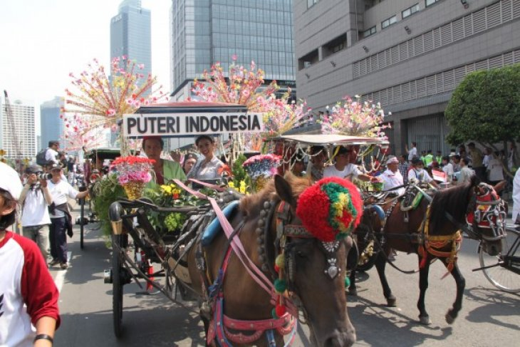 Puteri Indonesia: Kirab budaya mendekatkan dengan rakyat