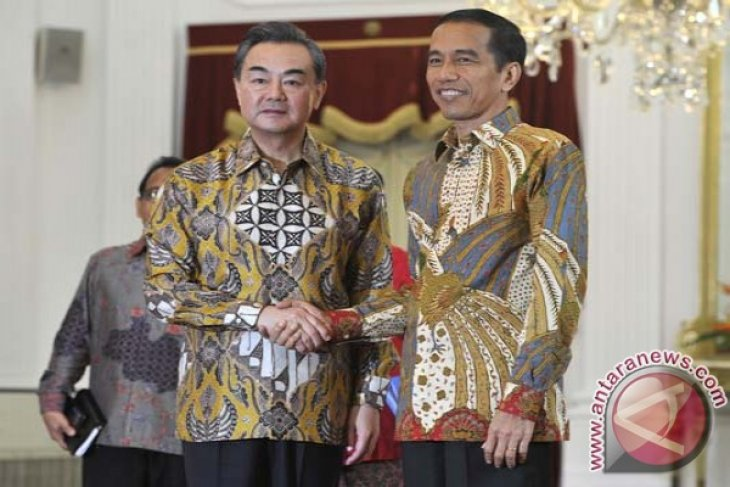 President Jokowi receives Chinese foreign minister