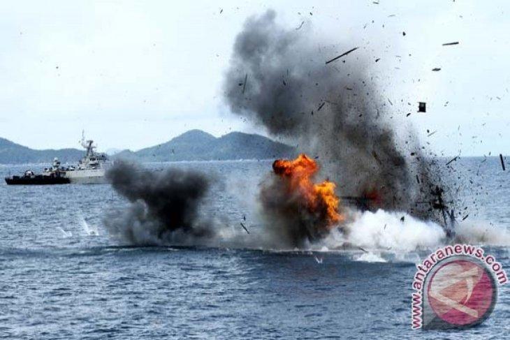 Indonesian Navy sinks Filipino fishing boat