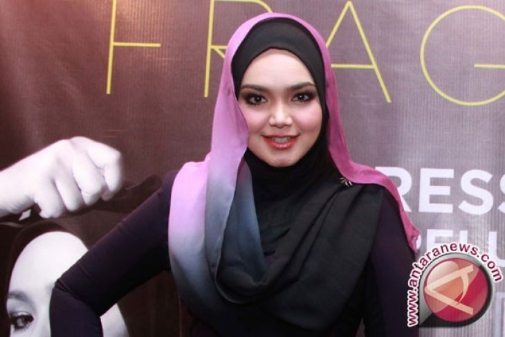 Penyanyi Malaysia Siti Nurhaliza berdoa untuk Indonesia