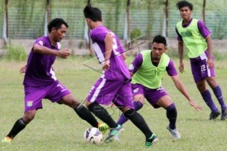 Sepak Bola - Semen Padang Penuhi Target Hadapi  Persita