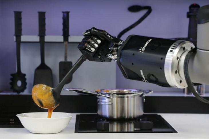 Pabrik robot industri mulai berproduksi di China