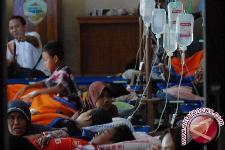Korban keracunan massal di Sampang terus bertambah