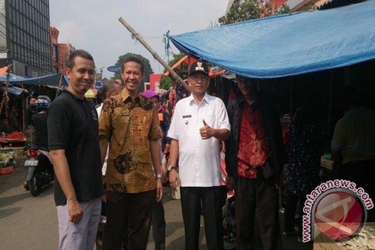 Pedagang Keluhkan Kondisi Pasar Kebon Kembang