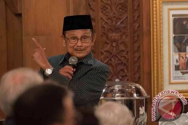 BJ Habibie hadiri Hakteknas di Pekanbaru