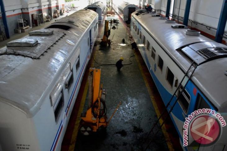 Sejumlah tiket KA tambahan Lebaran di Surabaya habis dipesan