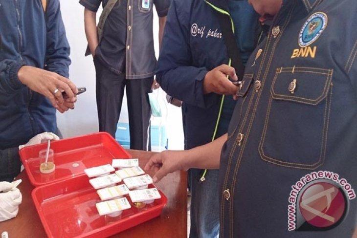 Sopir bus di Karawang jalani tes urine
