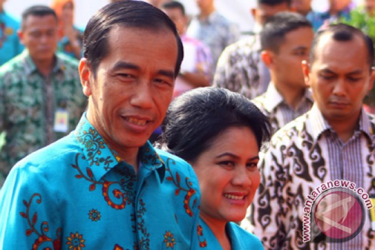 President Jokowi inspects road construction project in Entikong border area
