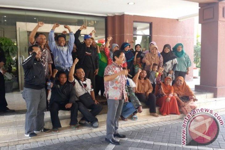 PKL THP Kenjeran Surabaya Protes Kenaikan Retribusi