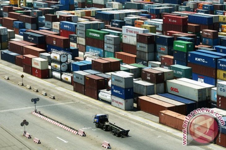 Neraca perdagangan Indonesia surplus 900 juta dolar Amerika Serikat