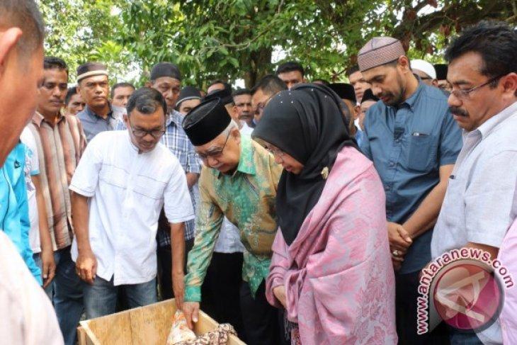 Gubernur-Wagub Hadiri Pemakaman Istri Mantan Menteri Keuangan GAM