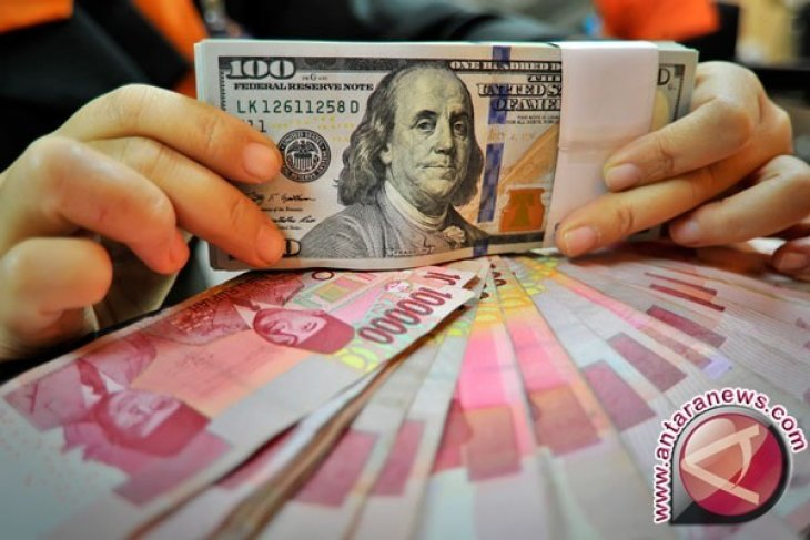 Rupiah weakens to close to Rp14,200 per dollar over weekend