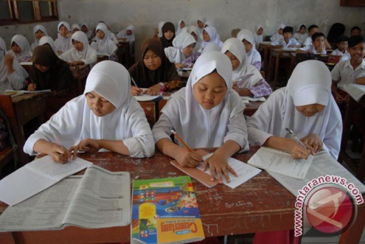 Risma ingin sekolah di Surabaya dilengkapi pendeteksi suasana hati siswa