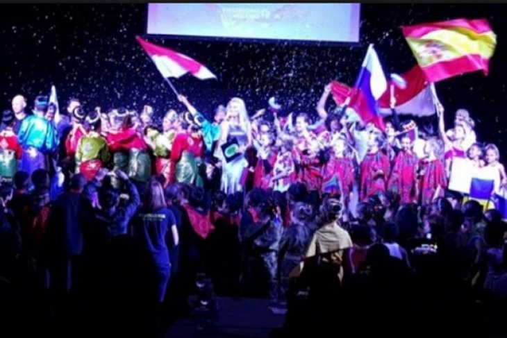 Danadyaksa budaya raih penghargaan di Festival Folklore Internasional