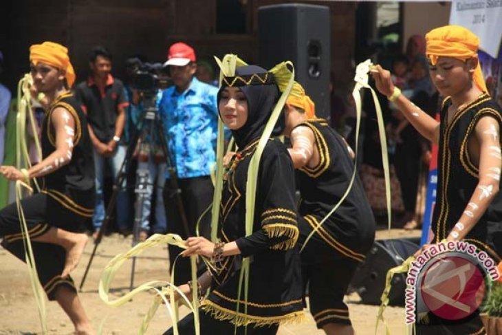 Tari Kilau Borneo Gambaran Kerukunan Dayak Banjar