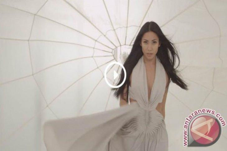 Anggun tempati posisi pertama Billboard Dance Charts Amerika
