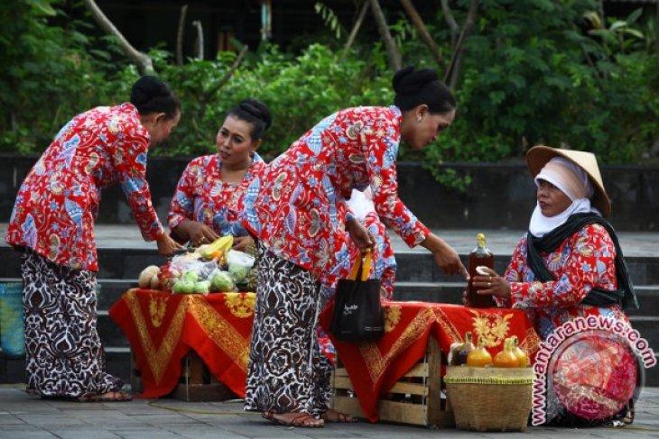 Ensuring survival of traditional markets