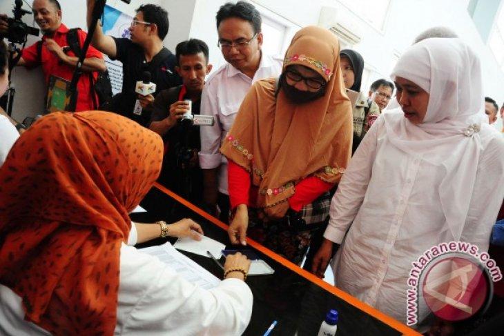 Mensos Serahkan Bantuan PKH di Kalbar