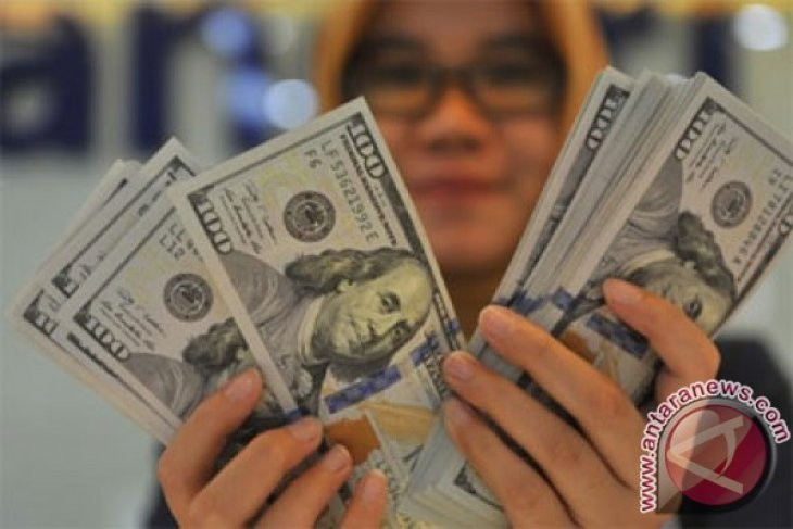 Dolar AS menguat di tengah melemahnya pound steerling
