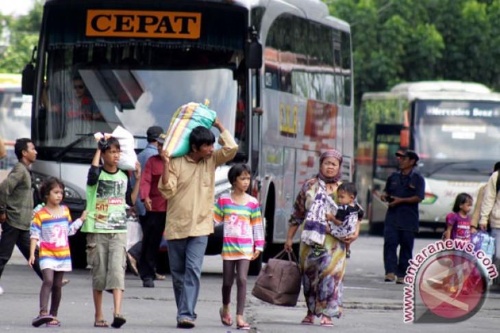 Puncak arus mudik, 73.515 pemudik berangkat dari terminal Purabaya