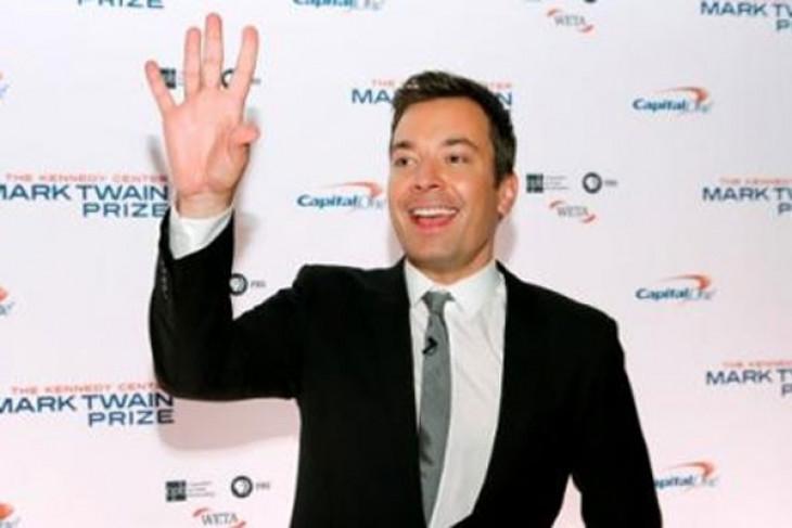 Jimmy Fallon buka Golden Globes 2017 dengan lelucon teleprompter