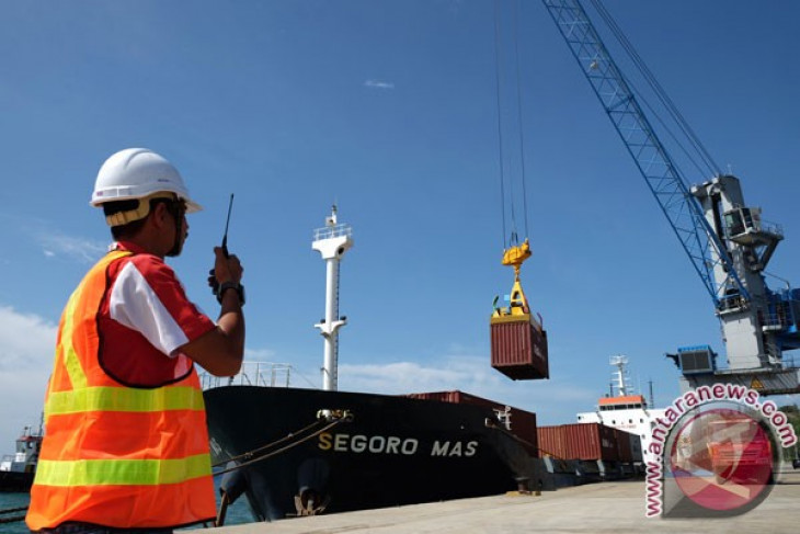 Merchant ship leaves Aceh fir Andaman of India