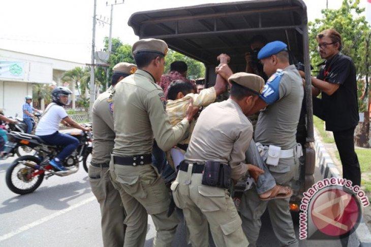 Satpol PP tertibkan puluhan pengemis di Lhokseumawe