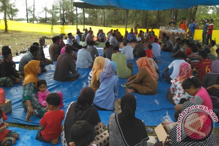 Nelayan pesisir Aceh Barat adakan