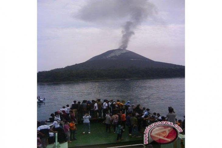 Gunung Anak Krakatau masih banyak mengeluarkan letusan