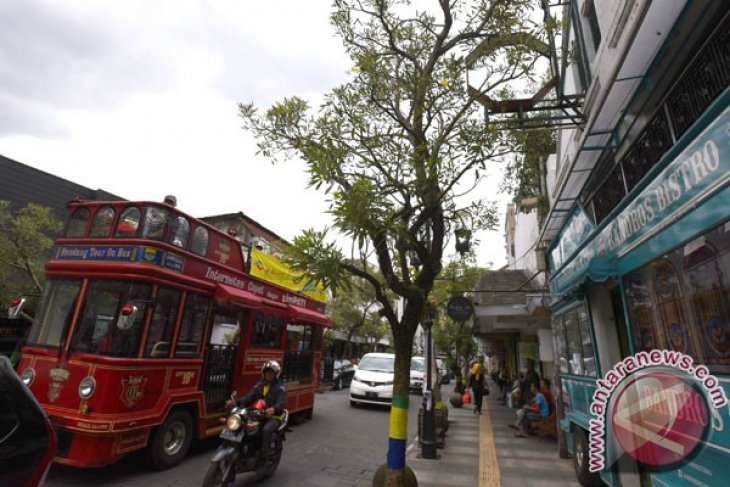 Bandung wins ASEAN CleanTtourist City Award