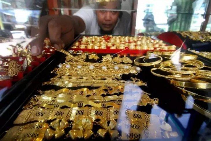 Transaksi emas pinggir jalan di Ambon masih normal