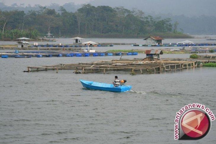Bupati Purwakarta: Bersihkan Segera Keramba Jaring Apung