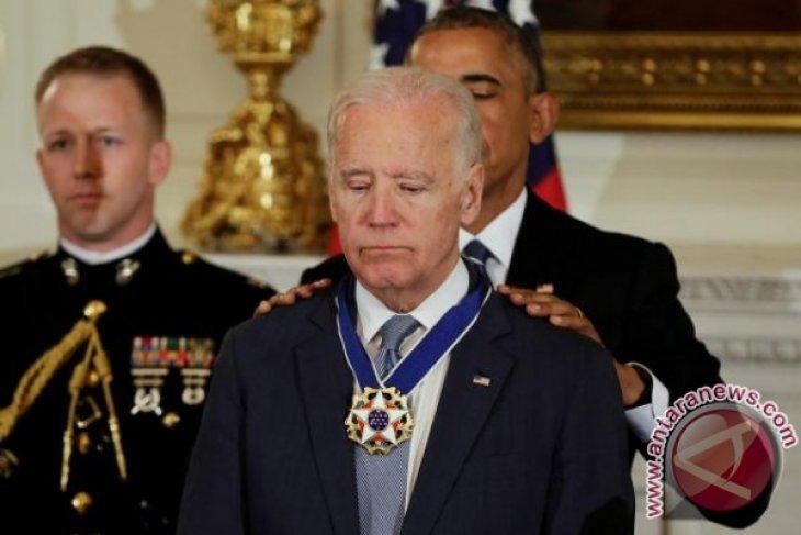 Saat Wapres AS Joe Biden berlinang air mata