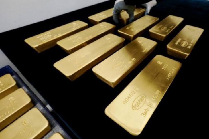 Harga emas menguat setelah berfluktuasi