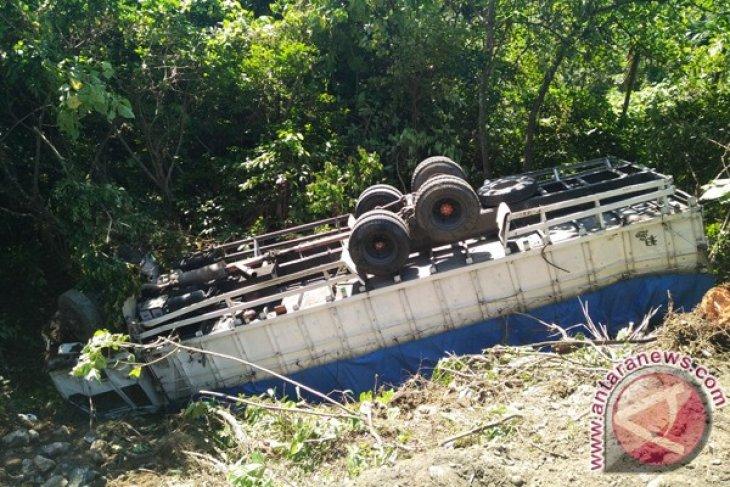 Truk sembako masuk jurang di Aceh Selatan