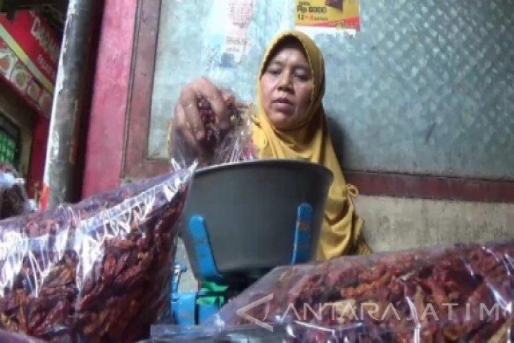 Warga Ngawi Beralih Konsumsi Cabai Kering Impor