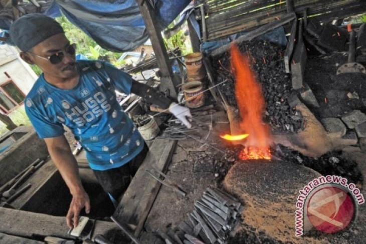Pisau kerambit senjata tradisional dari Minangkabau