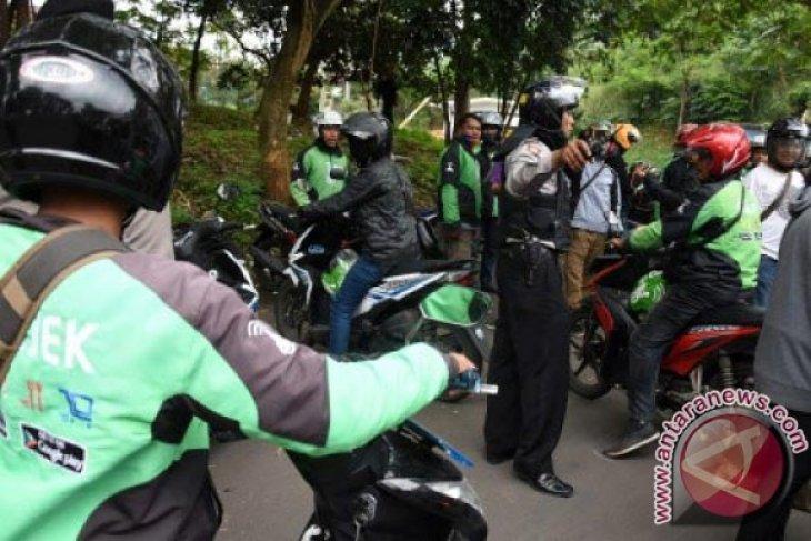 Bekasi tertibkan jalan protokol dari pengendara online