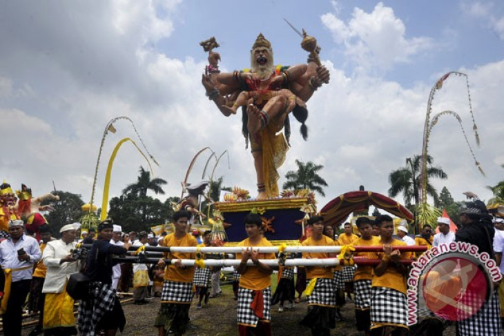 Pawai Ogoh-Ogoh Perdana Di Kupang