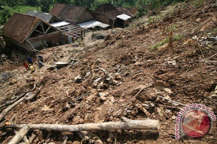 Menurut BNPB, bencana berkaitan dengan kemiskinan