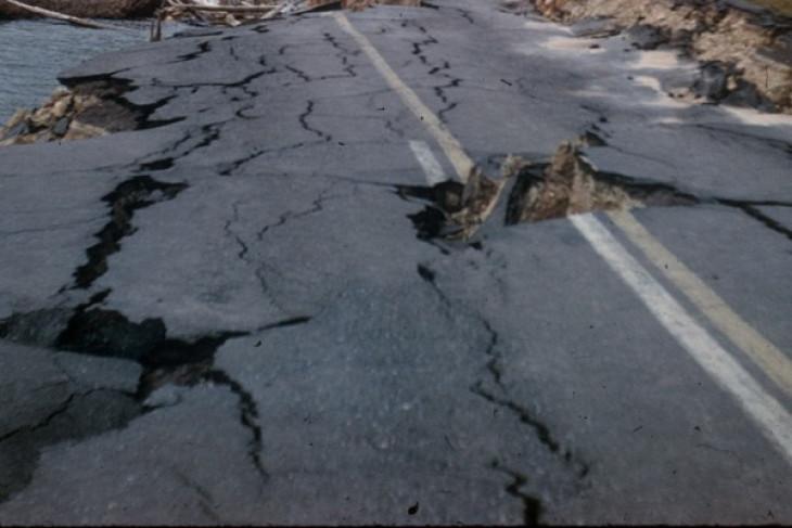Jalan Rejang Lebong rusak akibat kendaraan tambang