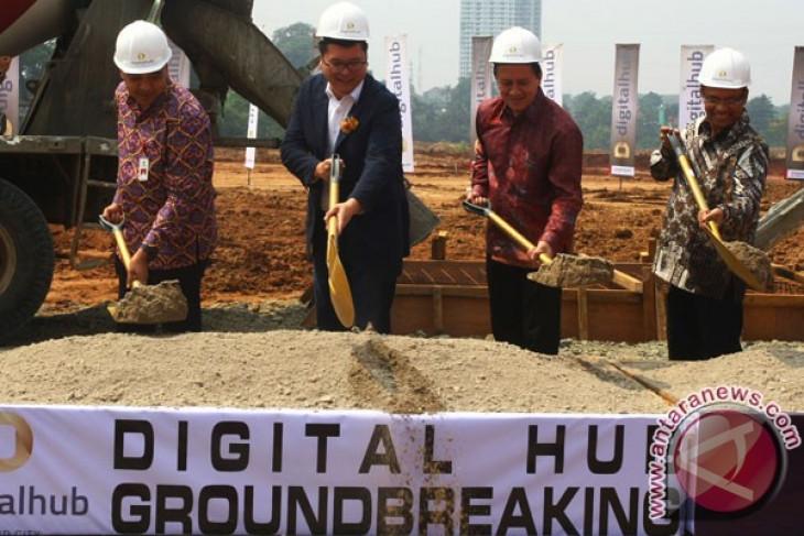 Pembangunan Digital Hub Indonesia di Serpong, Tangerang, Banten, Kamis (18/5/2017). Foto: Arsip ANTARA FOTO/Muhammad Iqbal
