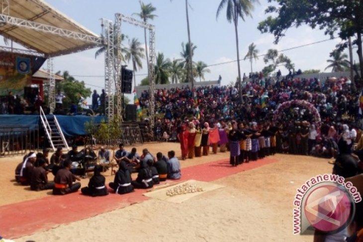 Pesta Adat Perang Ketupat di Bangka Barat Didorong Sedot Wisatawan Mancanegara
